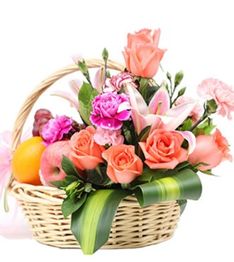 1枝粉香水百合,8枝粉玫瑰, 粉康+紫康+紫边康乃馨间插,巴西叶和其他绿叶适量; 进口橙子3个,红富士苹果3个,进口红提1斤。