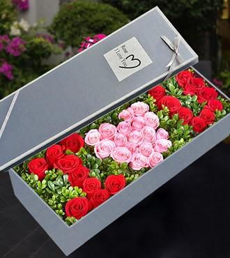 鲜花:捧你在手心 33枝红玫瑰