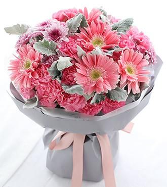 鲜花蛋糕:嫣然 康乃馨