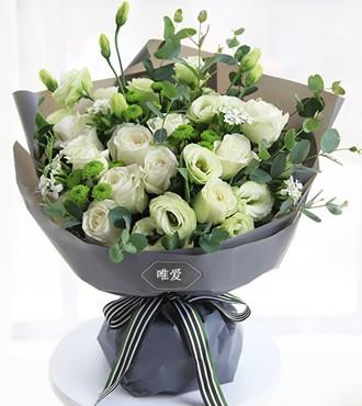 鲜花:月光女神 16枝玫瑰桔梗