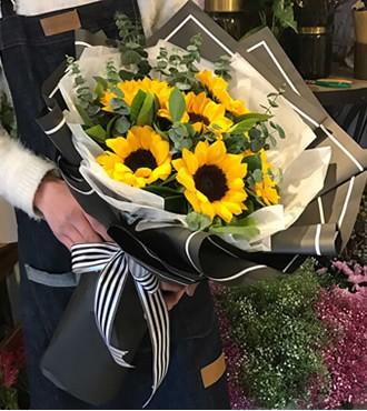 鲜花:情有独钟 6枝向日葵