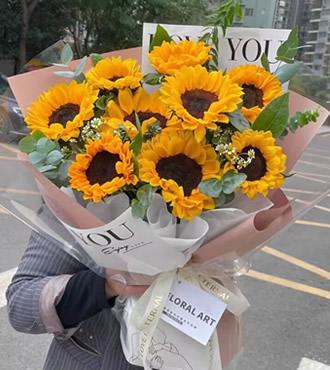 鲜花:朝气蓬勃 9枝向日葵