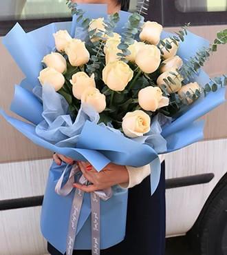 鲜花:美丽相遇 19枝香槟玫瑰