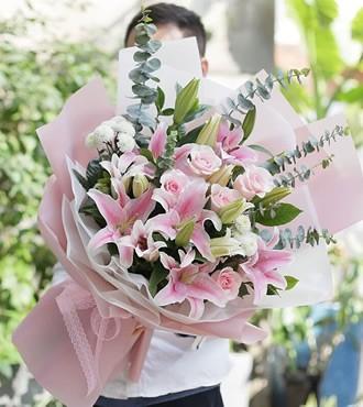 鲜花:美丽有约 11枝百合玫瑰