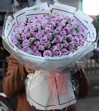 鲜花:致深爱的你 99枝紫玫瑰