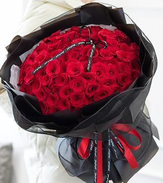 鲜花:为你着迷 66枝红玫瑰