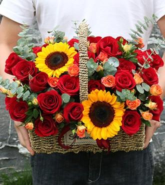 花篮:多姿多彩 33枝玫瑰向日葵