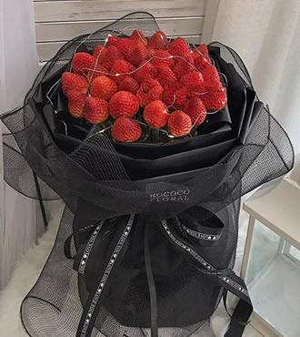 鲜花:高贵女神 33颗草莓