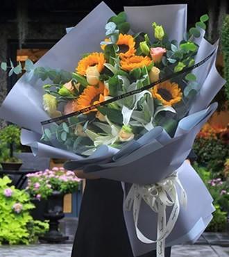 鲜花:情记心间 向日葵百合