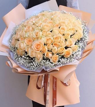 鲜花:把你宠坏 99枝香槟玫瑰