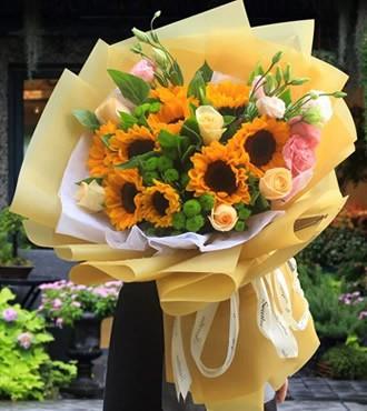 鲜花:活力四射 9枝向日葵