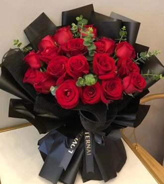 鲜花:等待花开 18枝红玫瑰