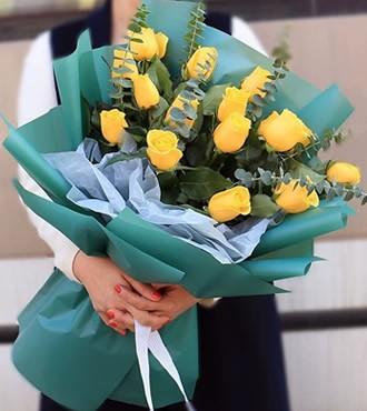 鲜花:心跳之间 15枝黄玫瑰