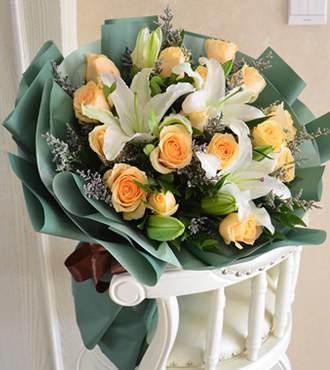鲜花:牵挂的季节 19枝香槟玫