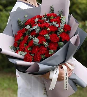 鲜花:感恩母亲 33枝康乃馨
