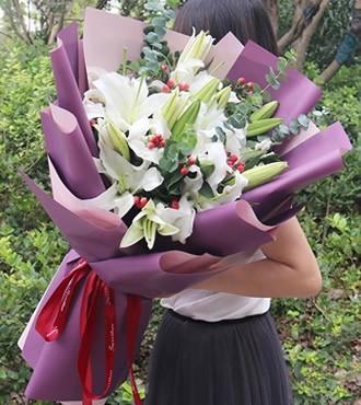 鲜花:有你真好 6枝香水百合