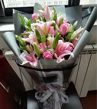 鲜花:心相伴 22枝百合玫瑰