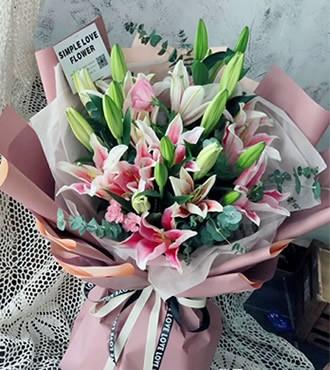 鲜花:无怨无悔 16枝白百合