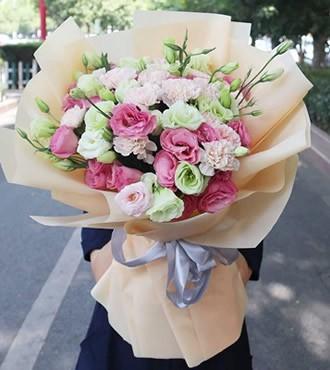 鲜花:花香四溢 三色桔梗