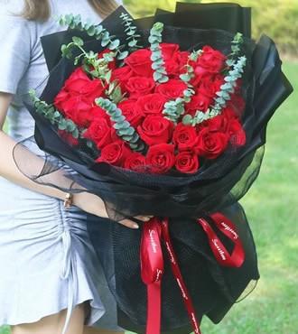 鲜花:暖暖情谊 33枝红玫瑰
