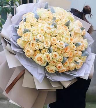 鲜花:我们的约定 66枝香槟玫