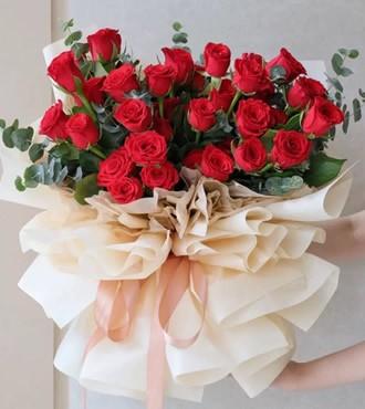 鲜花:陪在你身边 33枝红玫瑰
