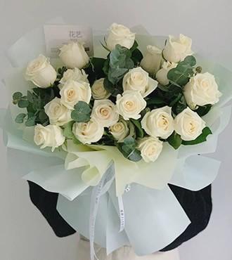 鲜花:想你在每一天 19枝白玫