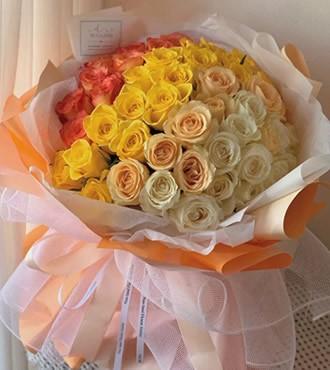 鲜花:名利双收 52枝四色玫瑰