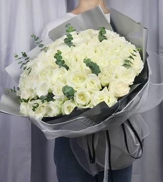 鲜花:爱你如初 66枝白玫瑰