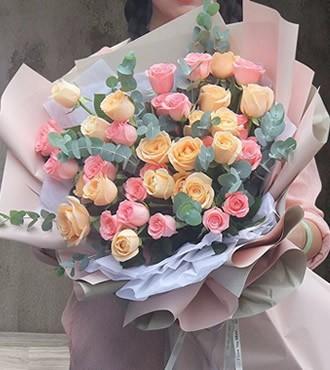 鲜花:情意无价 38枝混搭
