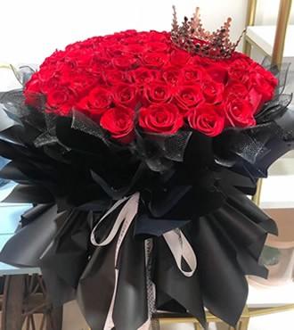 鲜花:你在我心中是最美 77枝红玫