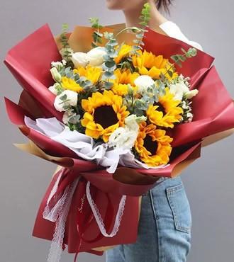 鲜花:魅力无限 7枝向日葵