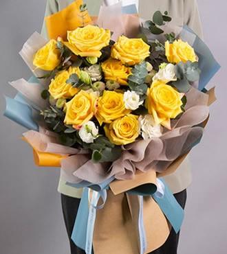 鲜花:浪漫满屋 11枝黄玫瑰