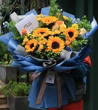 鲜花:眷恋 5枝向日葵