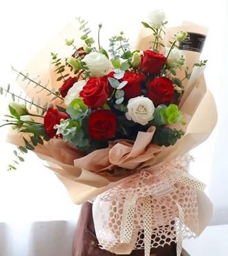 鲜花:爱的期盼 9枝红玫瑰