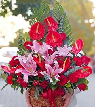 花篮:国色天香 32枝玫瑰百合