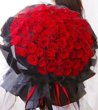 鲜花:致我的爱人 99枝红玫瑰