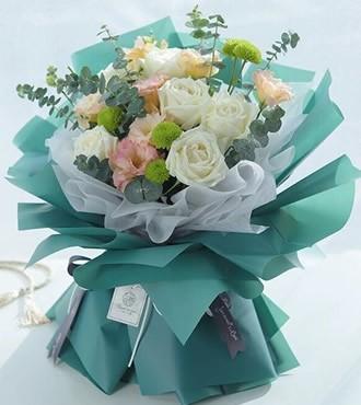 鲜花:念念不忘 6枝白玫瑰