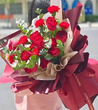 鲜花:幸福花园 18枝康乃馨
