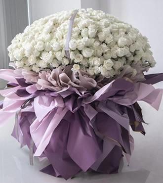鲜花:长相厮守 999枝白玫瑰
