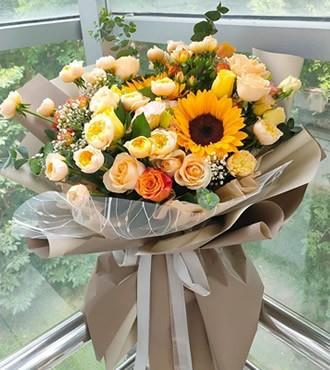 鲜花:深情眷顾 9枝玫瑰