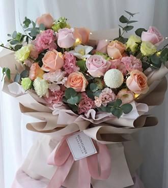 鲜花:就是想你 12枝玫瑰洋桔梗