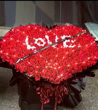 鲜花:浪漫絮语 520枝玫瑰