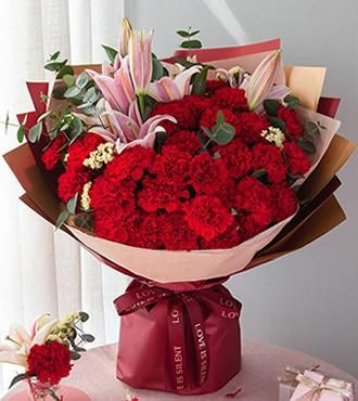 鲜花:默默奉献 29枝玫瑰康乃馨