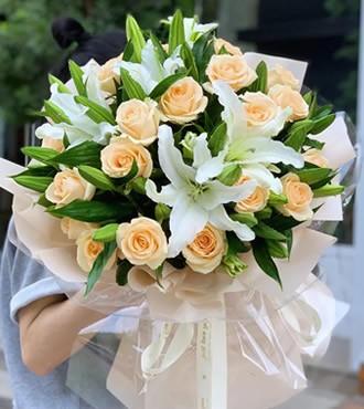 鲜花:永远在一起 26枝玫瑰百合