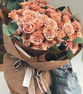 鲜花:懂你 33枝香槟玫瑰