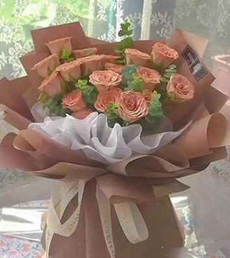 鲜花:就是爱你 18枝玫瑰