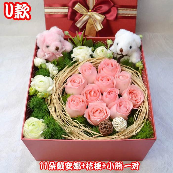 11枝粉玫瑰,2只小熊,白色洋桔梗或洋牡丹、绿叶搭配